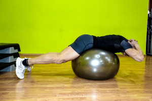 Back Extension on Ball - Inizio - Personal Trainer Taranto - Lanza Personal Trainer -