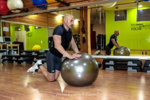 Rollout con palla svizzera - inizio - Personal Trainer Taranto - fitness