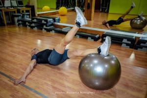 1-Leg Stability Ball Leg Curl - inizio - Personal Trainer Taranto - Lanza Personal Trainer - Fitness - Wellness- calisthenics
