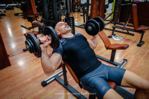 DB Incline Press - inizio - Personal Trainer Taranto - Lanza Personal Trainer