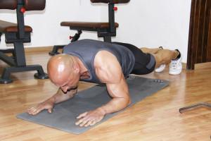 Tricipiti a terra|Piegamenti|fase iniziale| personal Trainer Taranto | Lanza Personal Trainer